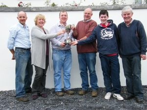 presentation_of_the_authur_dillon_cup_for_the_highest_priced_animal_ballymote_011011.jpg