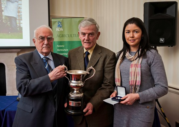 Paddy & Elaine Hennelly receiving the Simmental Award from Dr. Austin Mescal RDS